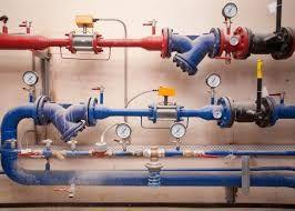 Сантехник. Монтаж котла. Установка радиатора отопления. Замена труб.