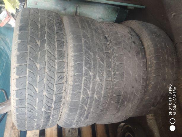 Продам шины 235*65R17