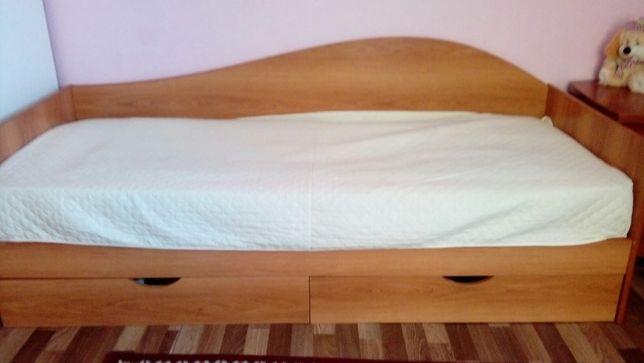 Кровать односпальная б/у с двумя шкафами