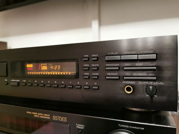 Vând CD player Yamaha CDX-750E