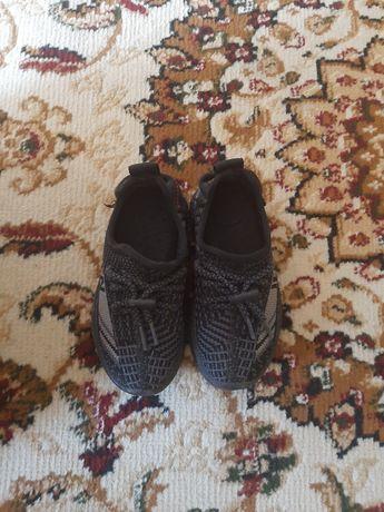 Продам детские кроссовки