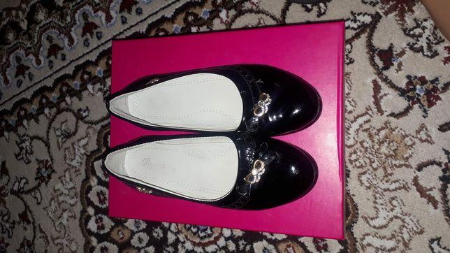 Туфли для девочки 2000тг