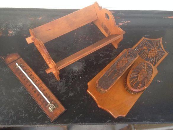 колекция стари дървени предмети