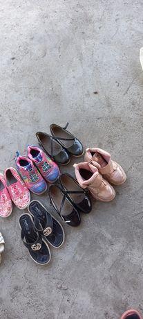 Продам обувь для девочек бу