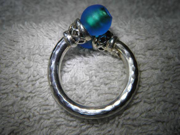 Много красив и уникално изработен сребърен пръстен,стъкло мурано