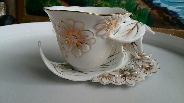 Очень красивый чайный набор на 6 персон с золотым напылением