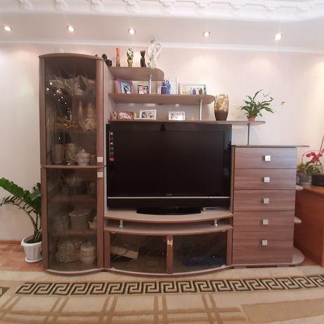 Стенка-горка под телевизор в хорошем состоянии