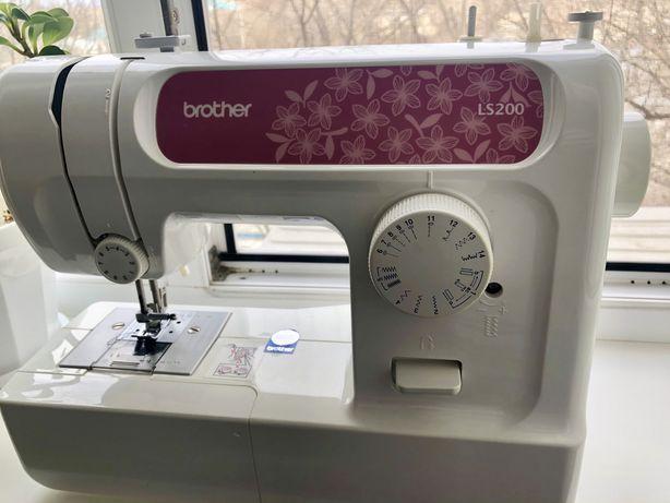 Продам швейную машинку Brother LS-200