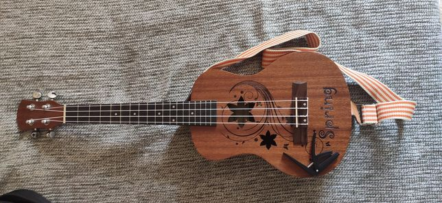 Укулеле, гитара ,музыкальные инструменты .