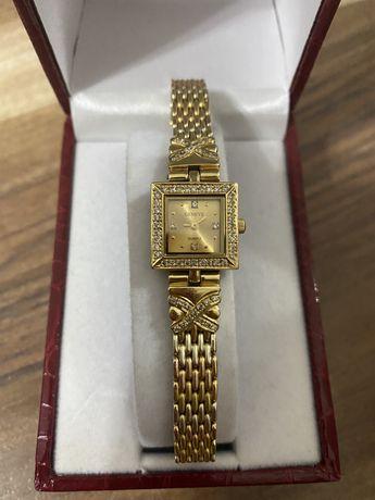 Золотые часы 750 пробы,с бриллиантами.