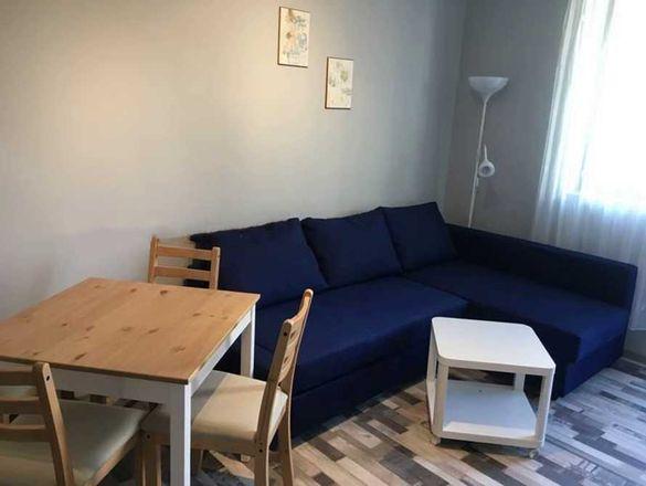 Двустаен апартамент, Белите брези