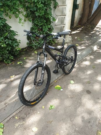 Bicicleta full suspension GT (Fox, Rock Shox)