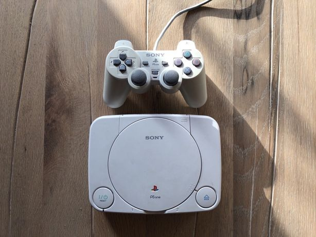 PSOne/PlayStation One/PS1 + Controller