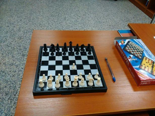 Шахматы магнитные 24*24см. Новые
