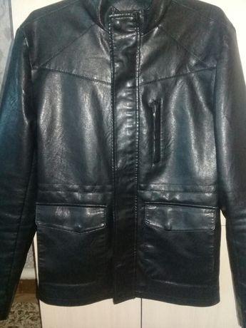Продаю кожаную куртку демисезонную
