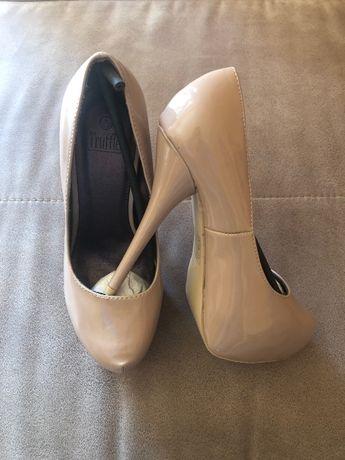 Дамски обувки (нови), р-р 39