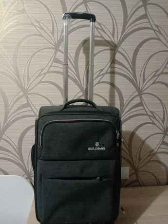 Продам дорожный чемодан