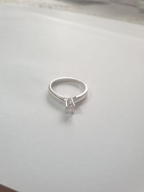 Inel de logodnă din aur de 18 ka cu diamant