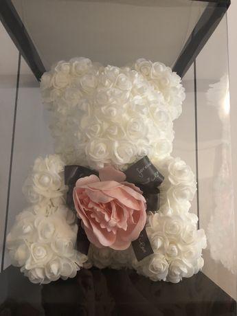 Urs alb din trandafiri de spuma 40 cm 150 lei