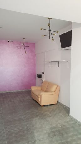 Vand/Schimb  Spațiu comercial cu apartament