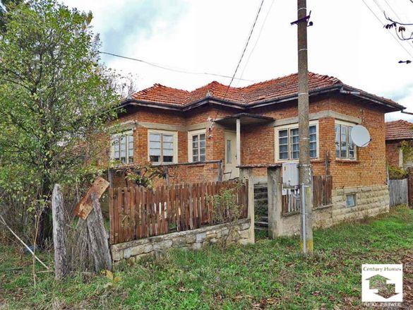 125153 Просторна, масивна едноетажна къща в добро състояние