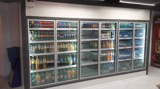 Vitrine frigorifice verticale pentru sucuri , bauturi sau lactate.
