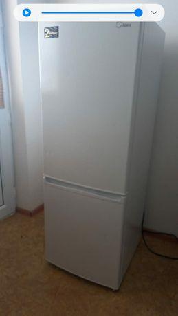 Холодильник мидеа  состояние отличное пользовались год документы все е