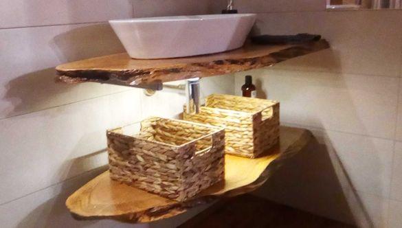 Изработка и монтаж на нестандартни плотове от масив за мивка в баня