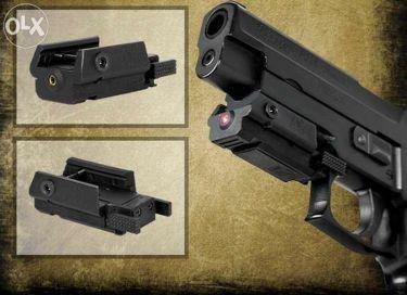 Лазерен мерник-червена точка за пистолети и пушки.