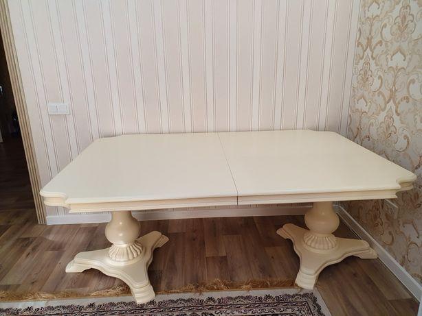 Стол белый для гостиной