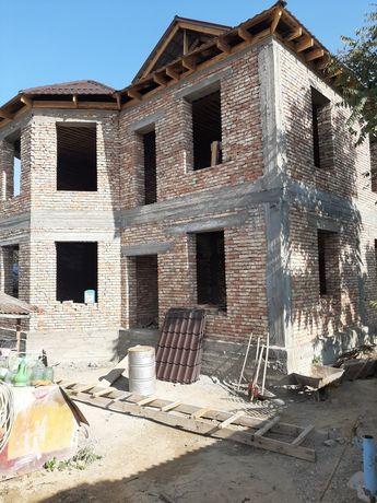 Срочно продаётся 2 х этажный недостроенный дом со старым домом.