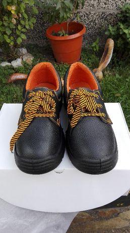 Два броя обувки есенно зимни чисто нови 36 номер