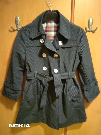 Продавам елек за момче 4-5 години и шлифер за момиче размер 116 см.