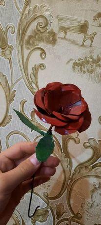 Красивые розы из металла