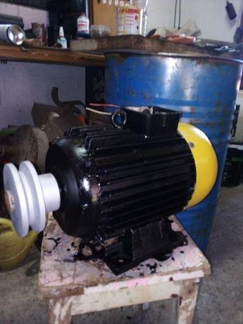 Vând motor 5.5kw