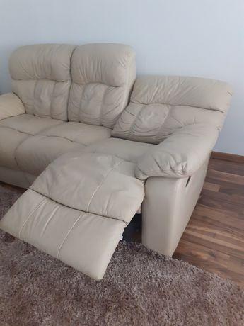 Canapea din piele.