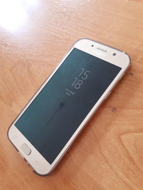 Телефон Samsung Galaxy A7 2017