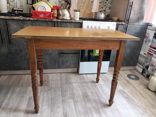 Продам кухонный стол.дерево
