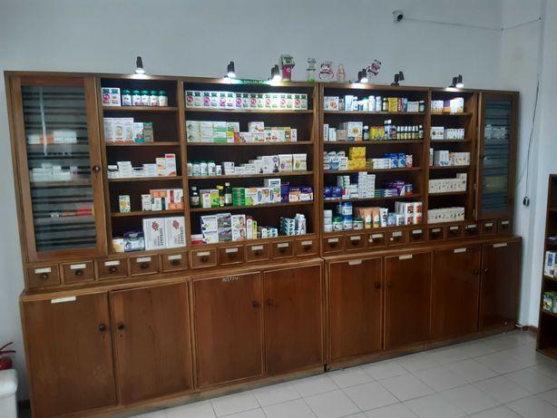 Mobilier de farmacie din lemn masiv