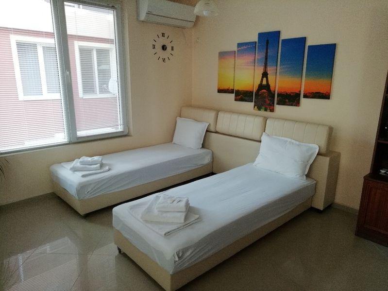 Апартаменти Алекс до Калолечебния санаториум 50м.от плажа Поморие наем гр. Поморие - image 1
