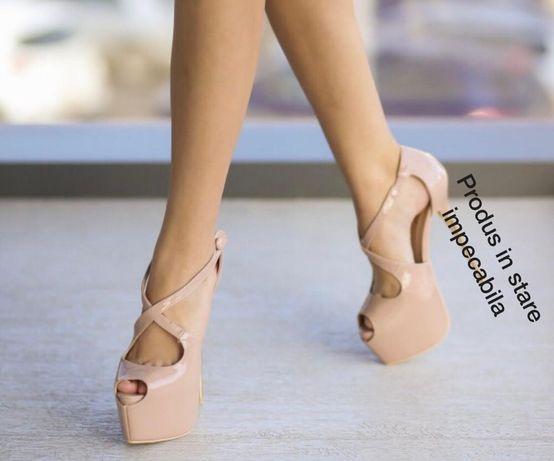 Sandale cu platforma crem