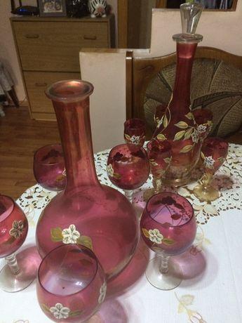 Doua seturi pahare pentru tarie si vin.