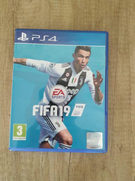 Vând joc FIFA 19 ps4