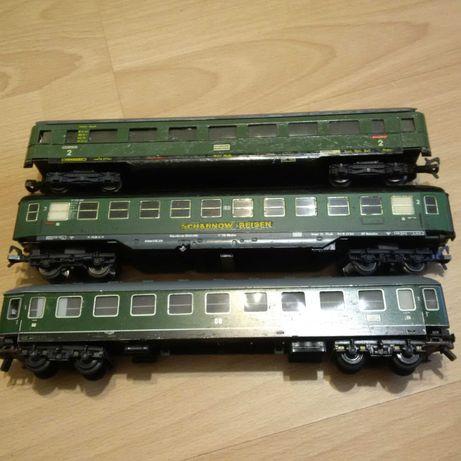 Lot 5 de 3 vagoane calatori Fleischmann, Trix - scara H0 - Diorama