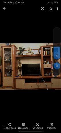 Мебель для гостиной , стенка, комод и зеркало