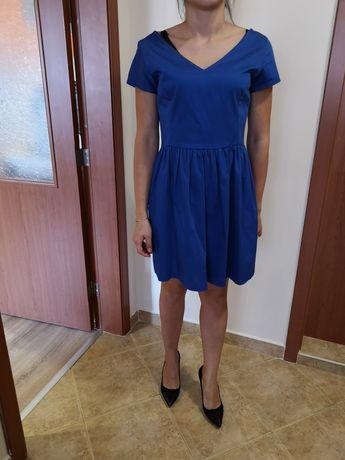 Продавам дамска къса синя рокля