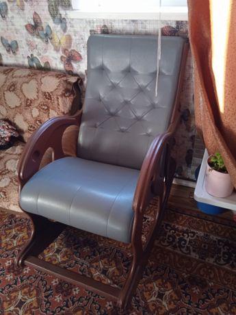 Кресло качалка практически новое
