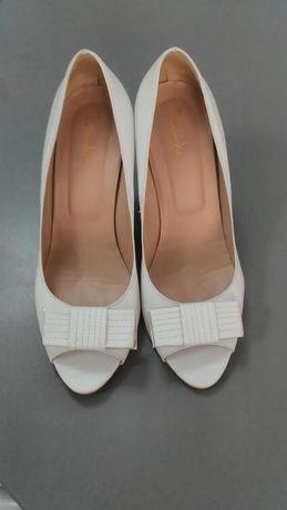 Бели обувки от ест. кожа на Bianki, подходящи и за сватба
