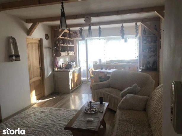 Apartament cu 3 camere de vânzare în zona Dambul Rotund