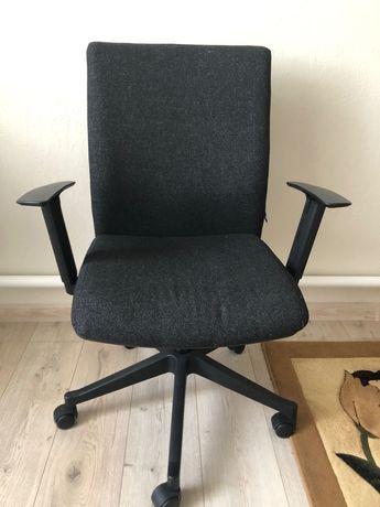 Офисные чёрные кресла